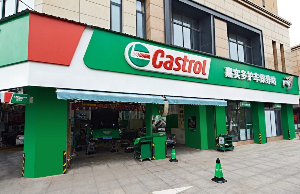 Body image for Castrol turns garages into brand ambassadors with app ads competition