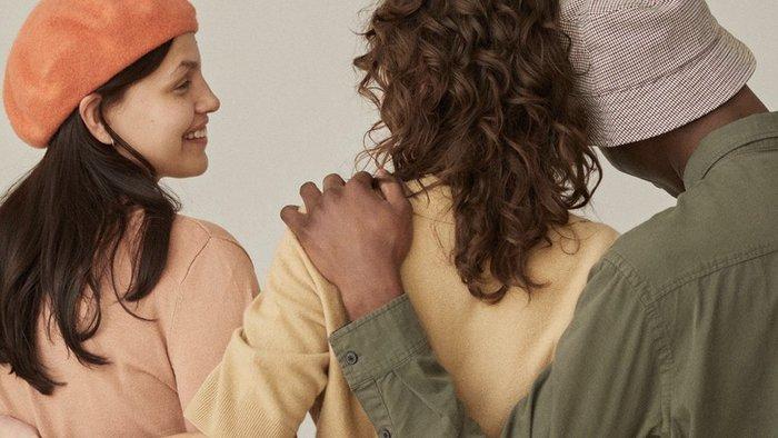 H&M unveils second-hand clothing website